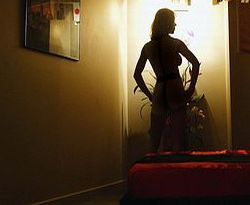 http://nananneng.files.wordpress.com/2010/08/mahasiswa-menjual-tubuh.jpg